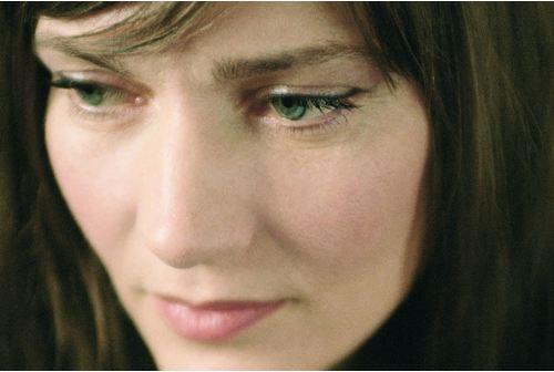 Elise Caron chante pour les petits à Am Stram Gram