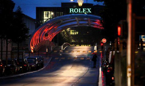 La nuit, le pont Hans Wilsdorf se transforme en pont Rolex