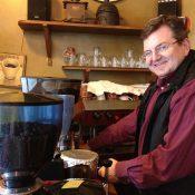 Aux Eaux-Vives, Jean-Philippe Doyon torréfie lui-même son café