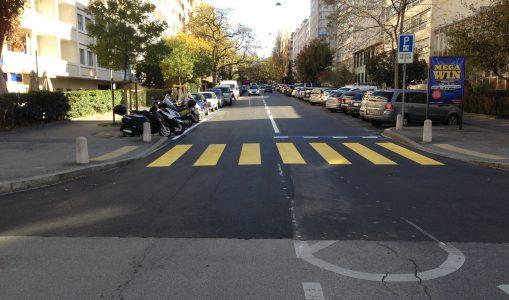 La rue de l'Athénée se dote d'un revêtement phono-absorbant