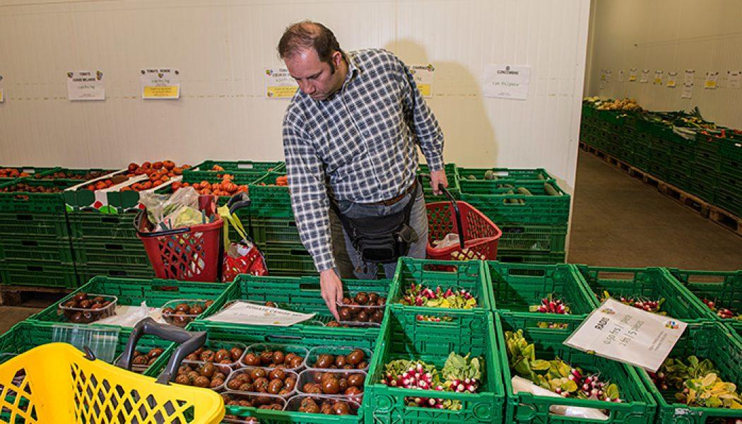 Derrière la façade de l'entrepôt, des légumes genevois et de saison