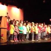 Les élèves de l'école du Bosson chantent le printemps