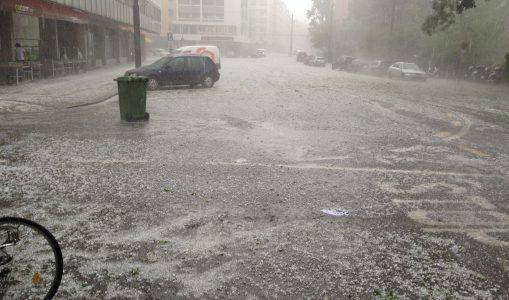 Un violent orage de grêle frappe Genève. Découvrez vos images!