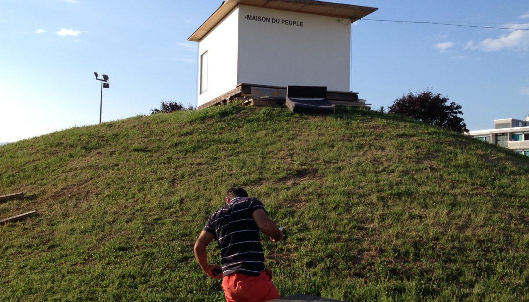 La maison du peuple perchée sur la colline des Libellules