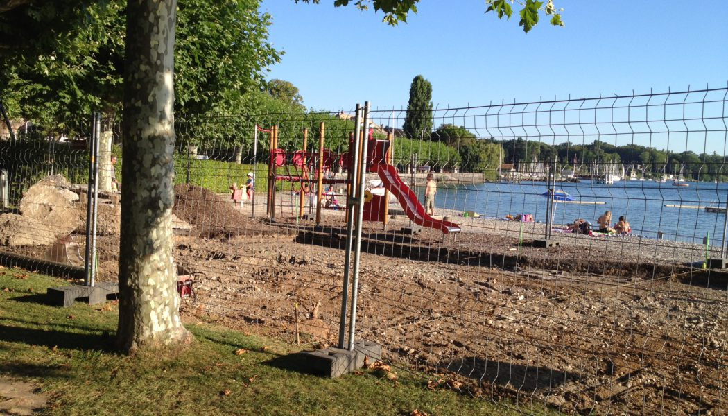 Hermance, sa plage, son lac et…ses engins de chantier