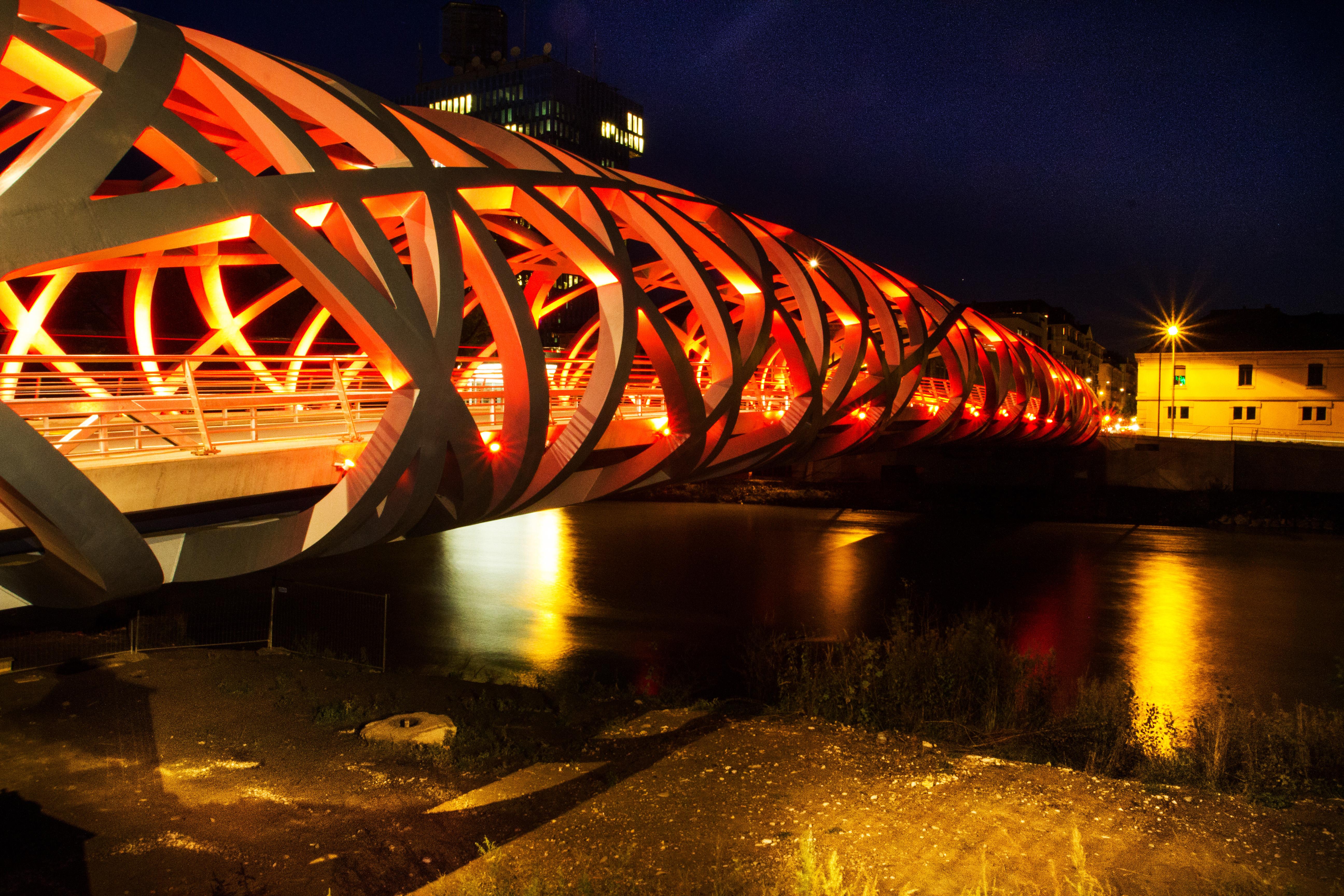 le pont wilsdorf a un petit fr re au canada sign gen ve. Black Bedroom Furniture Sets. Home Design Ideas
