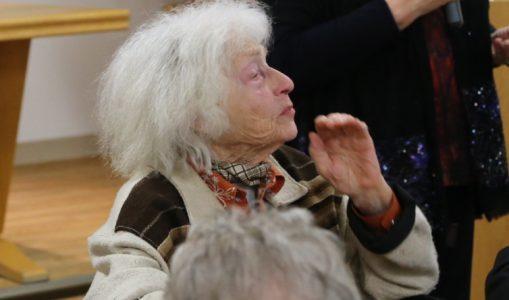 Troinex rend hommage à Malbine, femme sculpteur