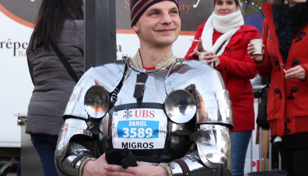 Il a fait la course de l'Escalade en armure médiévale