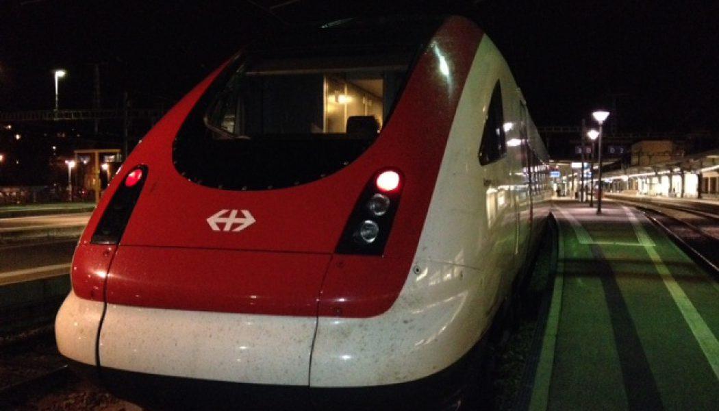 Un chariot coincé sous le train