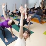 Genève, le 11 mars 2015. Espace quartier Sécheron, 7 Av. Blanc : cours de yoga donné par Pascaline. © Frank Mentha
