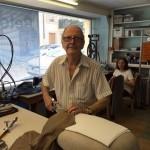 Walter Gebert, avec un de ces ciseaux en acier de tolède. © FK