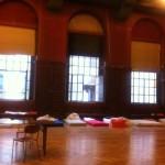 La salle du Faubourg transformée en dortoir. © Maryelle Budry