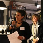 La maire de Carouge Stephanie Lammar, a pris la parole aux 10 ans de la Cie des Mots. Derrière elle, l'actuelle présidente Doina Bonaciu. © Sophie Scheller