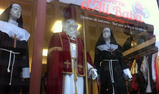 Une vitrine très catholique. © Maryelle Budry