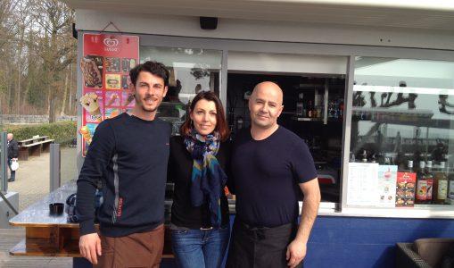Bessim et Ariane Sefiu et un de leur employé - buvette à Hermance (photo : Anne-Laure Roudaut)