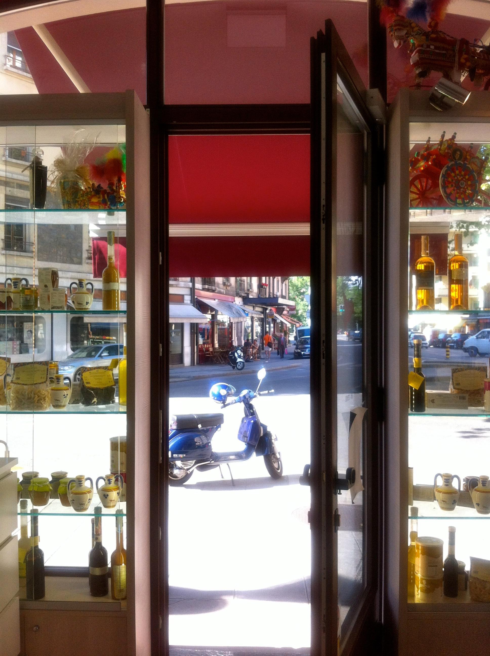 La rue caroline entre carouge et gen ve sign gen ve for Ambiance cuisine geneve
