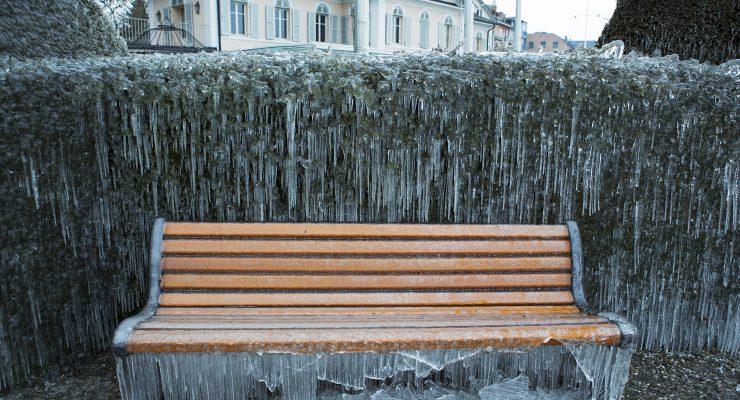 Versoix: une sculpture de glace géante