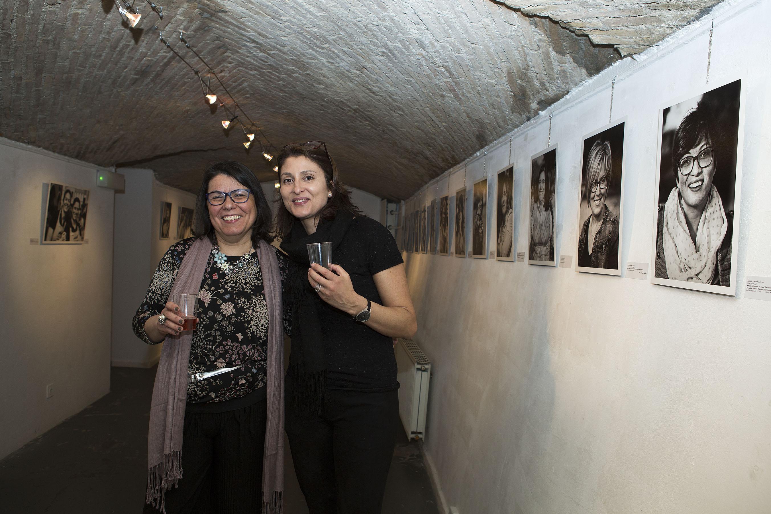 Mariana Mendes et Catarina Antunes, les deux amies à l'origine du projet, lors du vernissage de l'exposition.