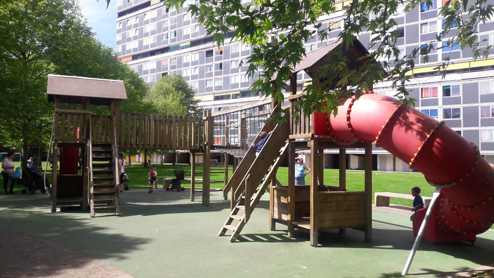 Place de jeux au Lignon
