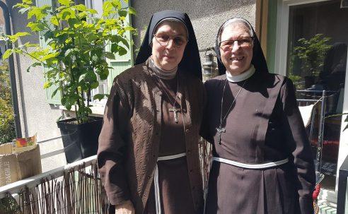 Soeur Anna Maria, soeur Edoardina et… WhatsApp