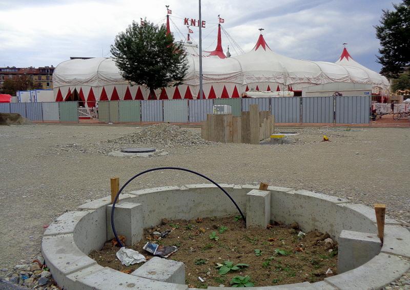 Le Cirque Knie parmi les travaux de la Plaine...