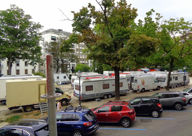 Les caravanes de Knie sur la Place Sturm
