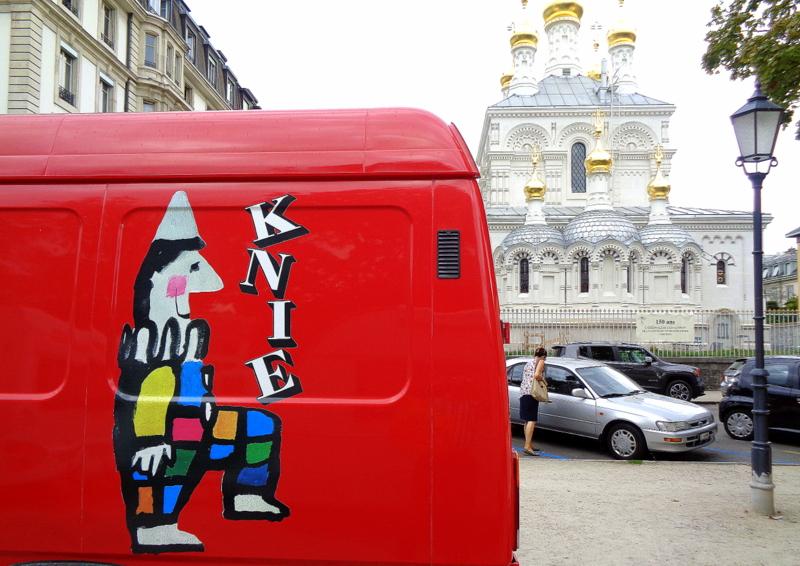 L'Eglise Orthodoxe Russe en décor de fond pour les artistes