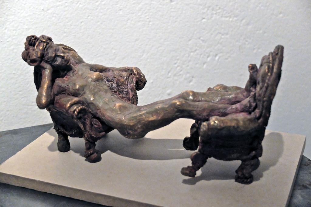 Crapaudine   Bronze H 10 x L 22 cm