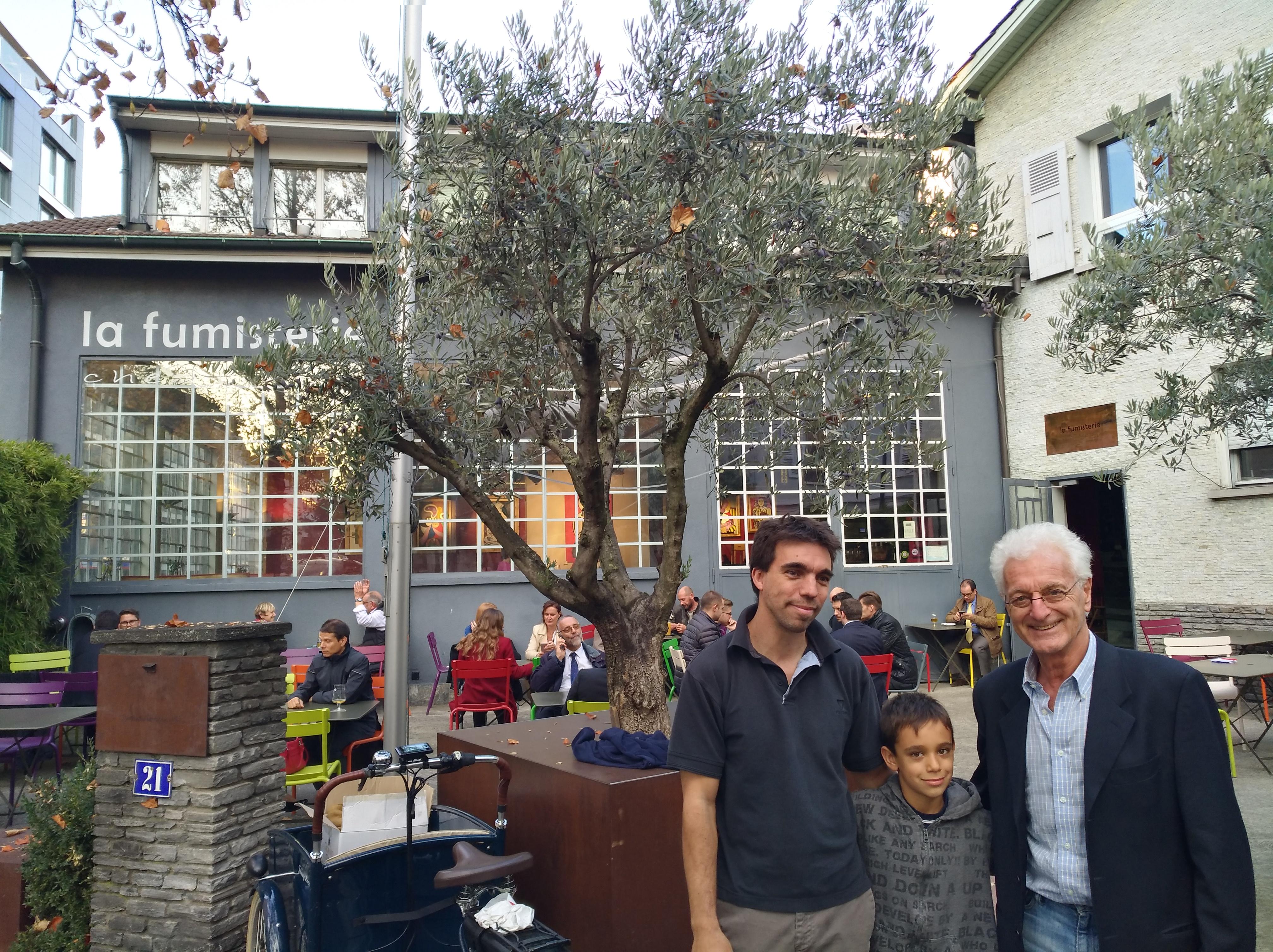 Jacques, Frédéric et Emilio, fils, petit-fils et arrière-petit-fils d'Umberto Mino-Matot qui acheta le bâtiment devenu le restaurant « La Fumisterie »  ©Gabrielle Mino
