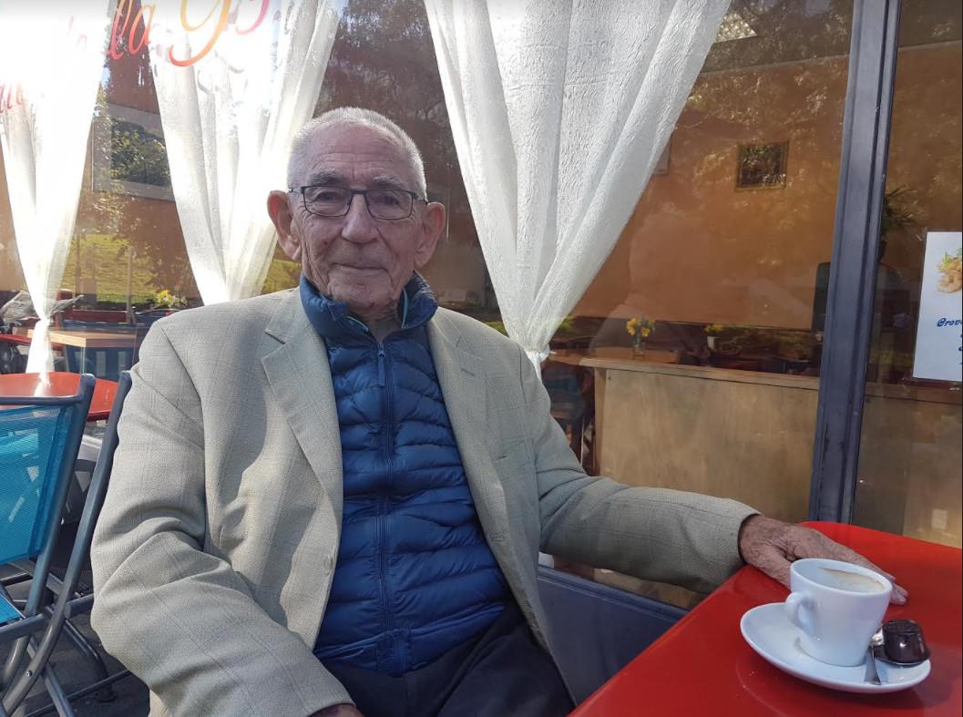 René Cruse à la terrasse du café de la gymnastique, à Carouge. © FK