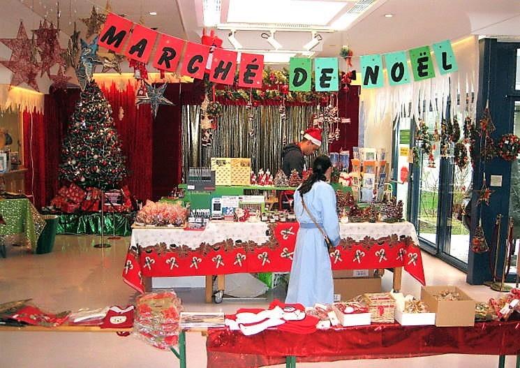 4. Le grand Marché de Noël d'autrefois, dans le hall d'entrée de l'Hôpital Beau-Séjour