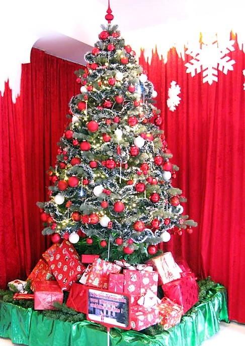 5. Le grand sapin de Noël à Beau-Séjour en 2012