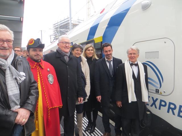 Le magistrat en charge des transports, Monsieur Luc Barthassat, bien entouré! © NdM