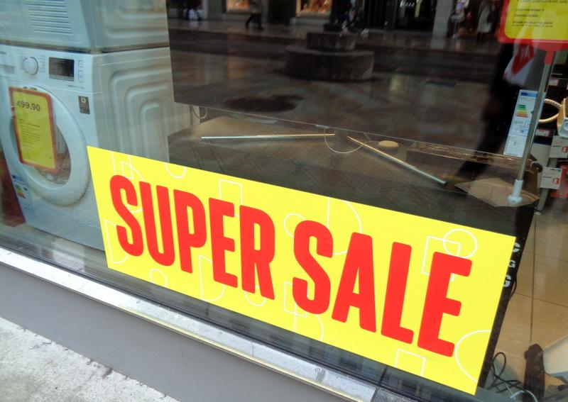 """Le """"pompon""""chez Interdiscount qui s'annonce SUPER SALE !"""