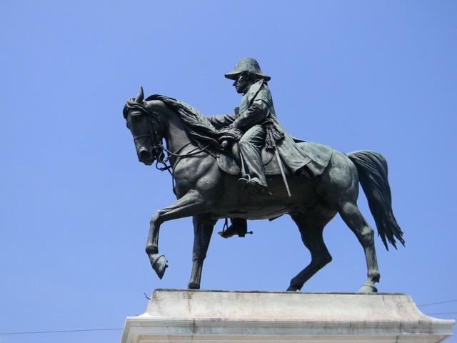 Le visionnaire Guillaume-Henri Dufour du haut de son cheval à la place Neuve! © NdM
