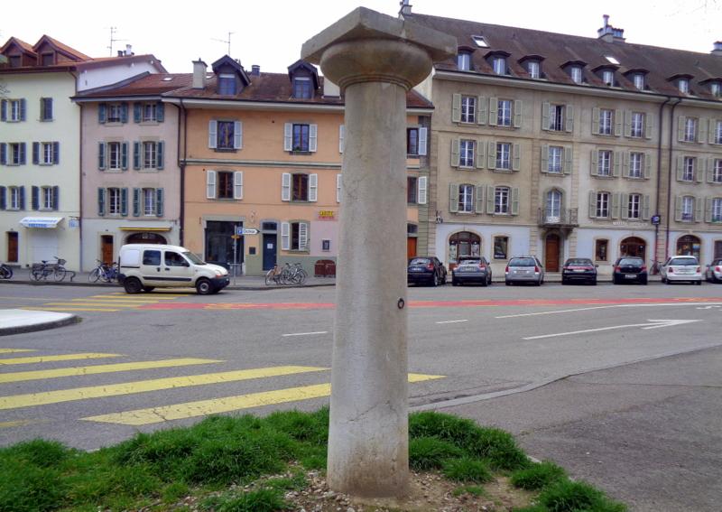 1.  A quoi sert (servait) cette colonne, qui se trouve à la Promenade des Orpailleurs à Carouge ?