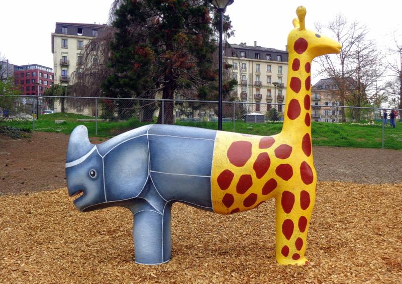 13. Un drôle d'animal apprécié des enfants dans le préau de l'Ecole du Seujet