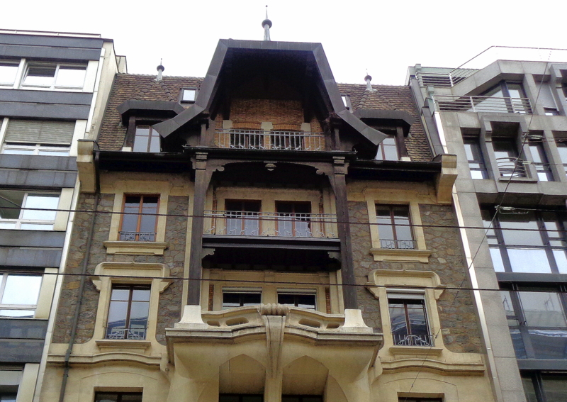17. Rue du Marché 9. Façade aux saillies de béton contorsionné, construite par Louis Maréchal en 1903