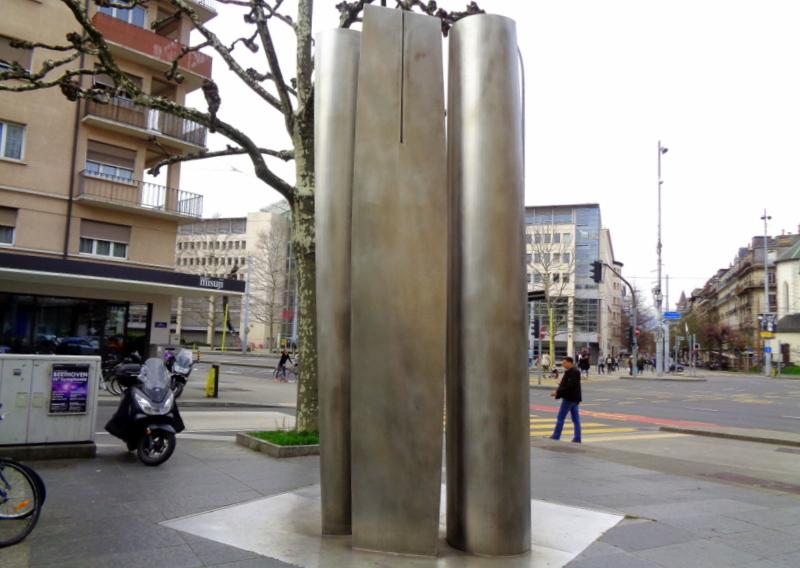 2. Sculpture de Manuel Torres 2000. Rue Dancet