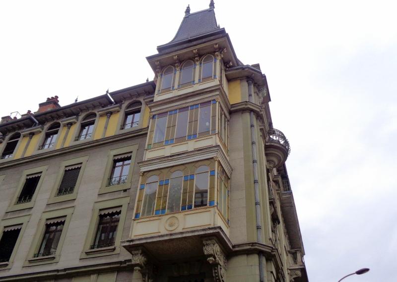 5. Belles vérandas à l'angle Lombard - Boulevard de la Tour