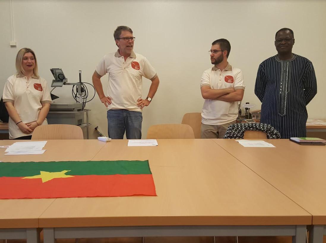 Quelques membres d'actions Tenga lors de la soirée de présentation du projet. © Anderson Makedi