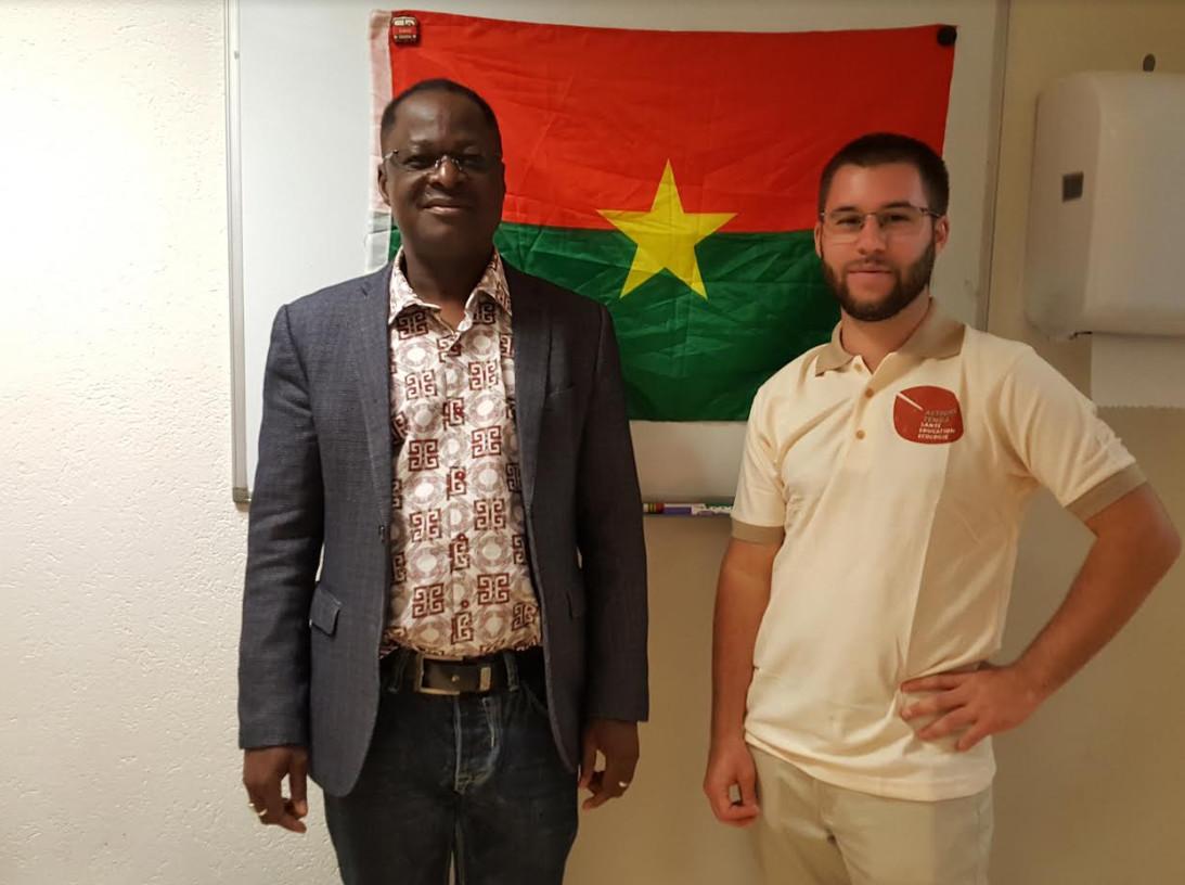 A gauche Michel Sama, à droite Kevin Clark. © Anderson Makedi