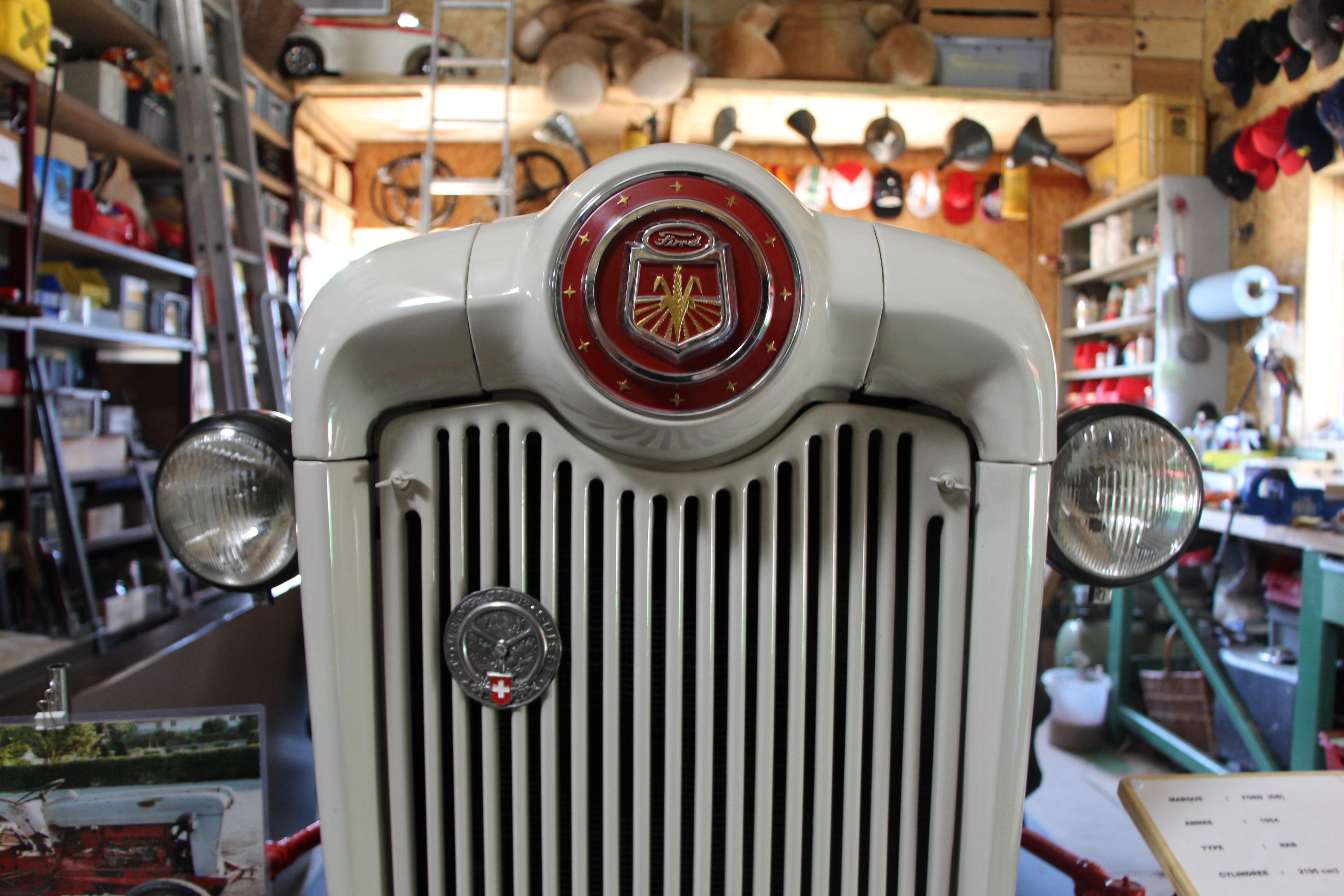 Le tracteur Ford ©Eugénie Rousak