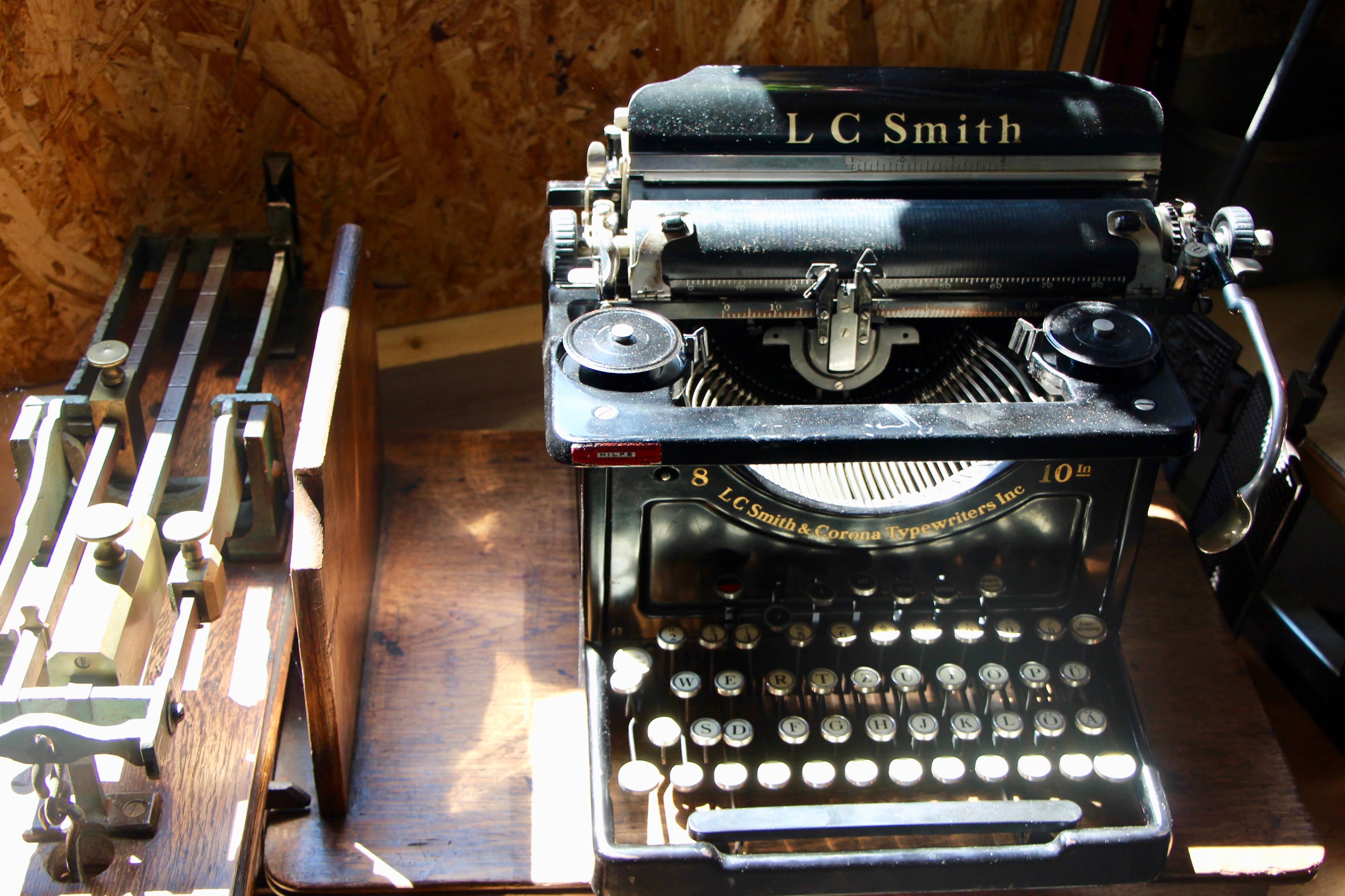 La machine à écrire ©Eugénie Rousak