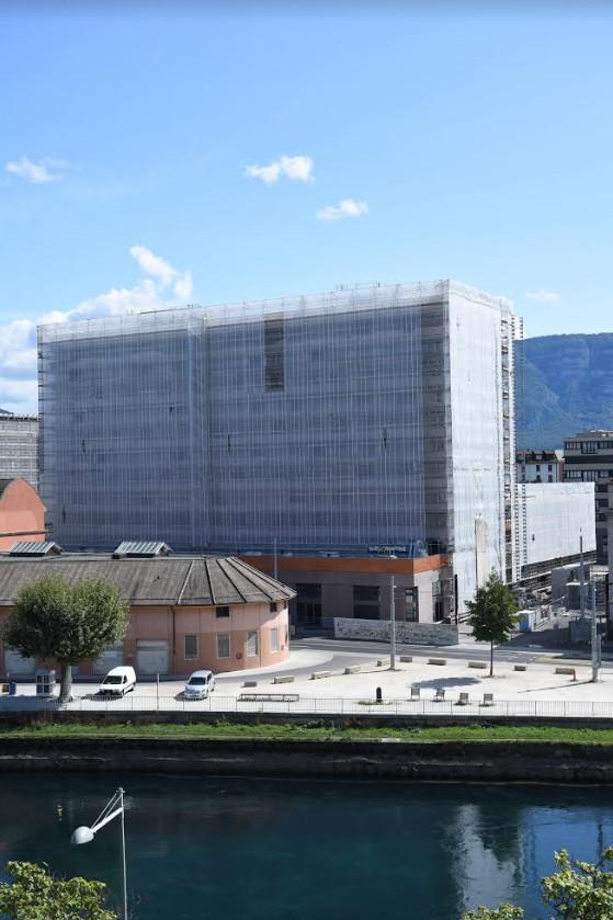L'immeuble de la CODHA à la Jonction, encore en construction lorsque Levan Sikharulidze a pris la photo