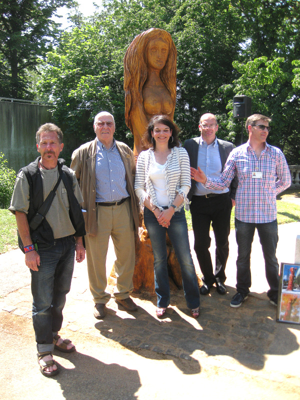 7. Le sculpteur Silvio Asseo et les sponsors de la Régie Grange SA
