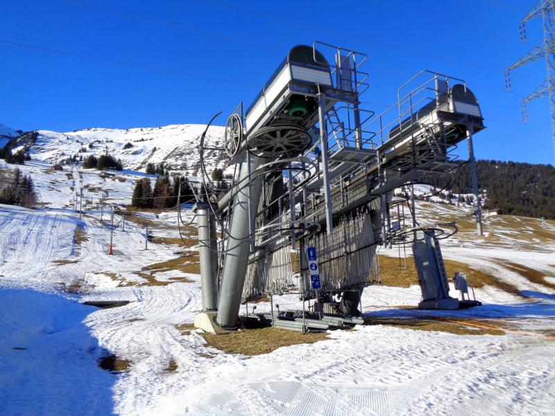 Certains ski-lifts n'ont pas fonctionné durant les fêtes par manque de neige. Ici au Col des Mosses alt. 1450 m.