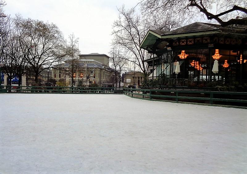 La patinoire saisonnière des Bastions, déserte en ce lundi de rentrée...