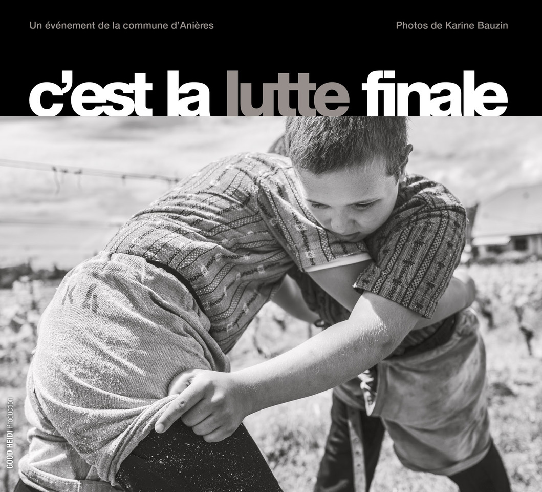 Deux jeunes lutteurs en couverture © Karine Bauzin