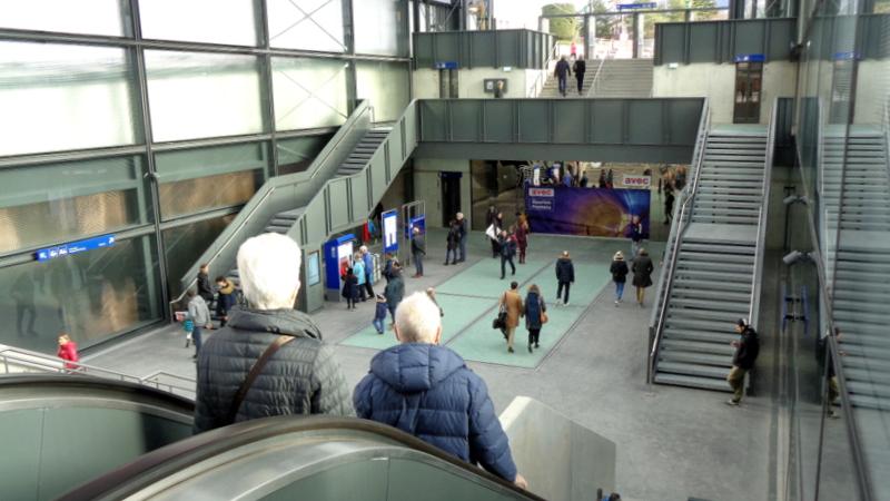 17. L.-B. Grand hall lumineux dans les gares souterraines